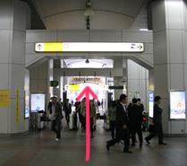 JR秋葉原駅の「昭和通り口改札」を出てまっすぐ昭和通りに向かいます。