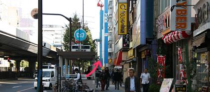 日比谷線秋葉原駅 1番出口から地上に出て直進します。