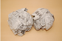 丸めた新聞紙を緩衝材に