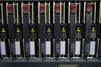 RAIDとは、安価なHDDを複数組み合わせて「冗長性」+「容量増大」を実現するしくみ。
