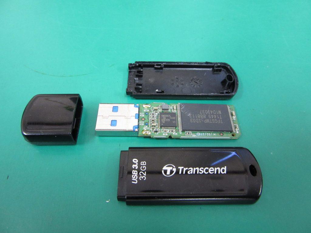Transcend 32GB USBメモリ TS32GJF700 パソコン画面が固まって動作不能に